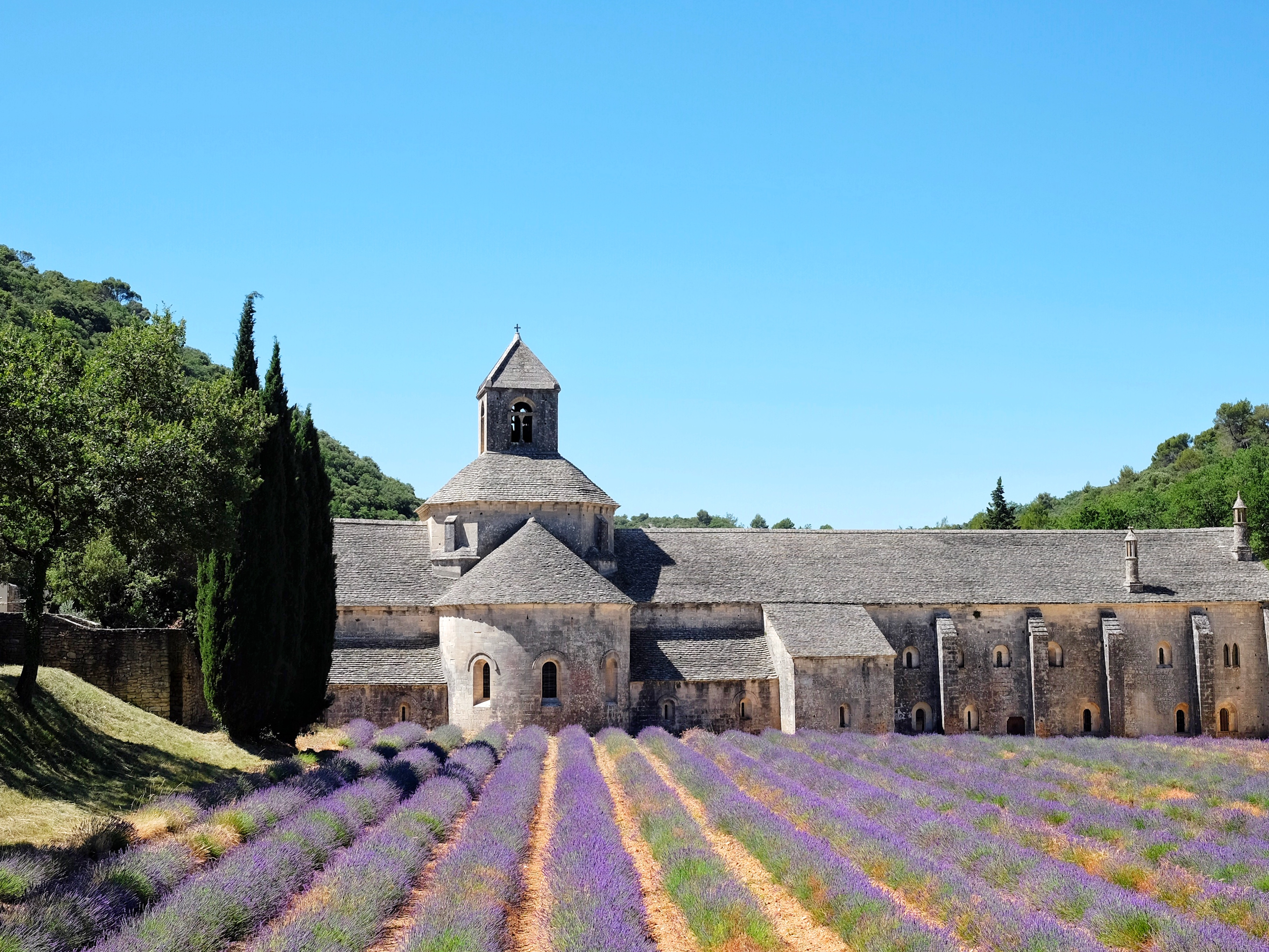 provence-france-senanque-abbey